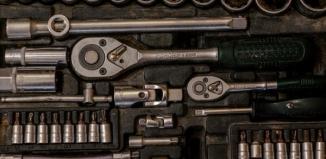 Gdzie tanio kupić meble warsztatowe i inne akcesoria do warsztatu mechanicznego?