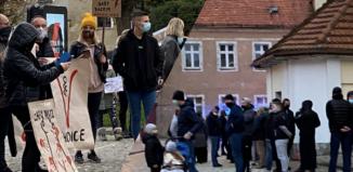 Wschowscy katolicy odpowiedzieli na kolejny Strajk Kobiet [ZDJĘCIA]