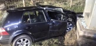 VW uderzył w słup informujący o granicy województw [ZDJĘCIA]