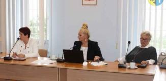Sprawozdania, informacje z działalności i uchwały na sesji Rady Powiatu