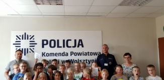 Dzieci ze Szkoły Podstawowej nr 3 w Wolsztynie na komisariacie