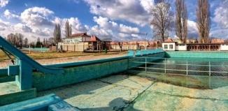 Fatalny stan miejskiego basenu [FOTO]