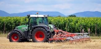 Akumulatory do ciągników rolniczych – jakie wybrać?