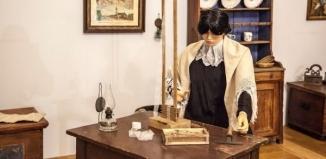 Wystawa Z głowy prababci – czepki, kopki, klapice... [ZDJĘCIA]