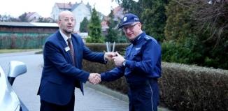 Policjanci ze Sławy z nowym radiowozem