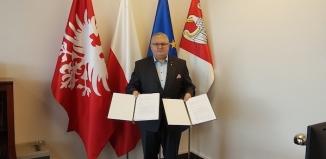 """Podpisanie umów na realizację zadań w ramach Samorządowego programu """"Deszczówka"""""""