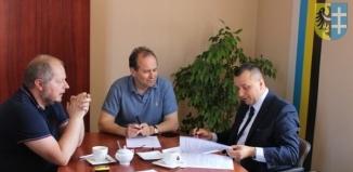 Podpisano umowę na budowę boiska w I LO