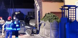Kompletnie pijany 22-latek rozbił samochód na słupie [ZDJĘCIA]