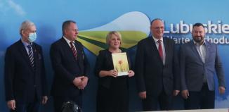 Umowa na nawadnianie boiska sportowego w Szlichtyngowie podpisana