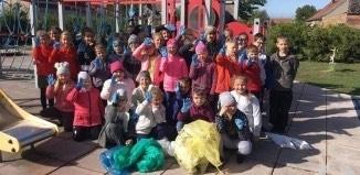 Dzieci zbierały śmieci