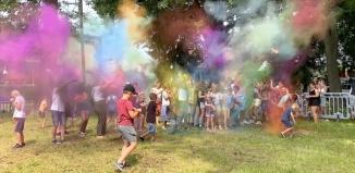 Trwa Holi Święto Kolorów we Wschowie [ZDJĘCIA]